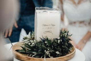 Hochzeit auf einem Schiff - Hochzeitskerze mit Greenery Floristik