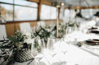Hochzeit auf einem Schiff - Greenery Tischdeko