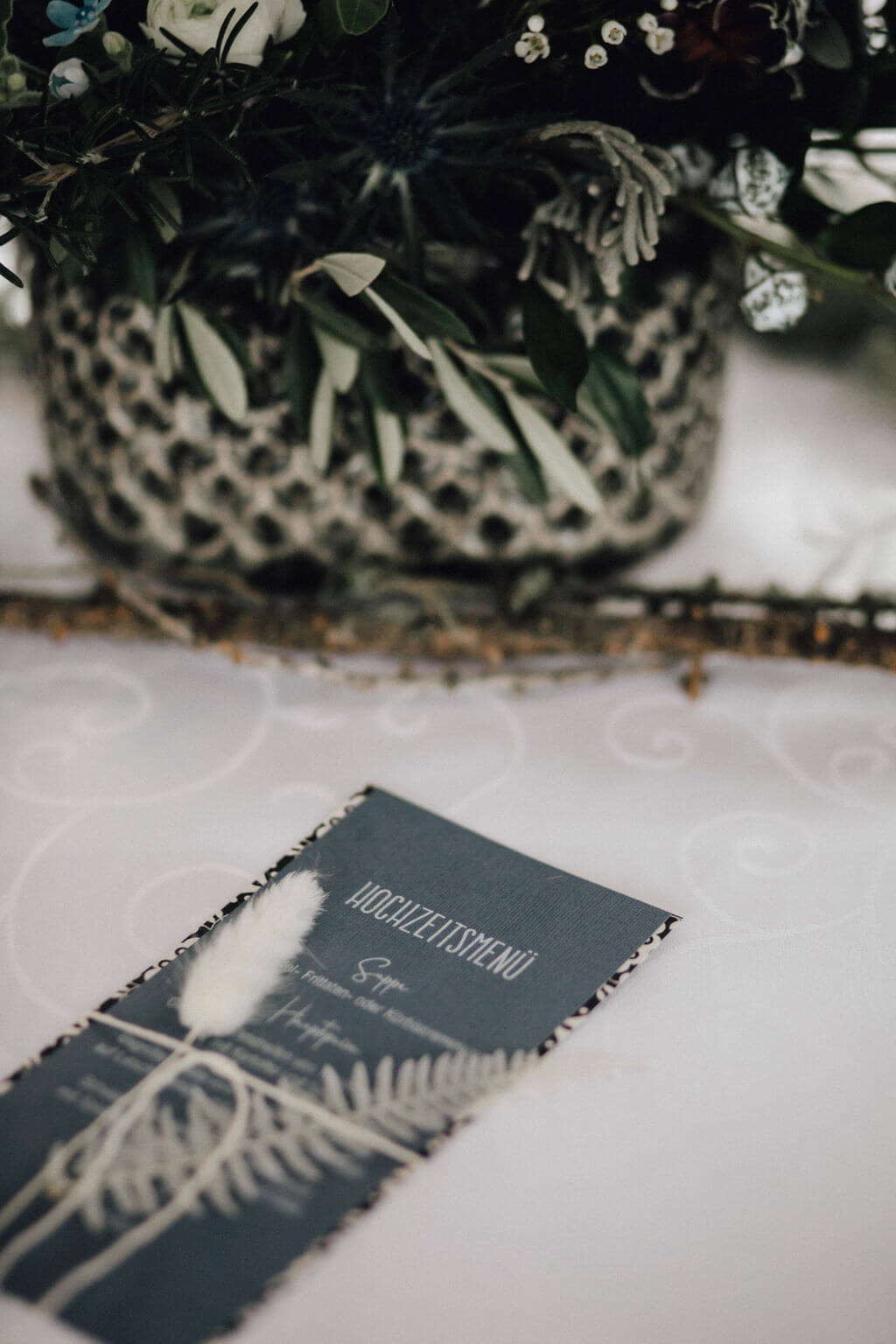 Hochzeit auf einem Schiff - Tischdeko Greenery