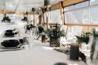 Hochzeit auf einem Schiff - Hochzeitsdeko Greenery