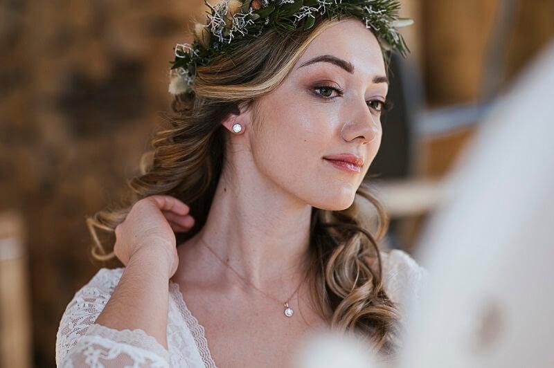 Hochzeit in den Bergen: Natürliches Styling für die Winterbraut