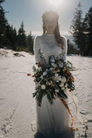Hochzeit in den Bergen: Winterbraut im Schnee