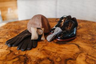 Hochzeit in den Bergen: Vintage-Accessoires für den Bräutigam