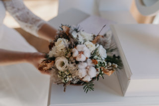Hochzeit in den Bergen: Winterlicher Braustrauß