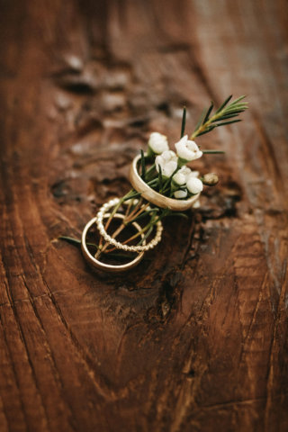 Rustikale Märchenhochzeit - Ringe aus recyceltem Gelbgold