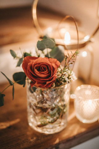 Rustikale Märchenhochzeit - Rosen in Rustic Orange