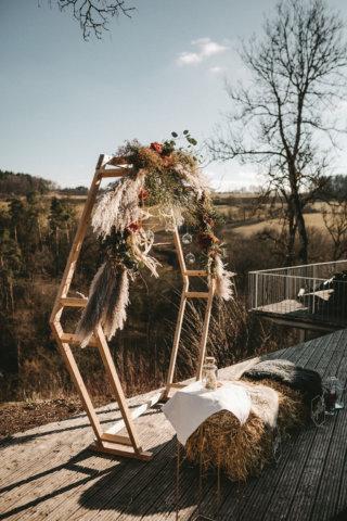 Rustikale Märchenhochzeit - Traubogen