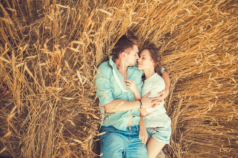 Präsentiert eure Verlobungsfotos auf der Hochzeitshomepage
