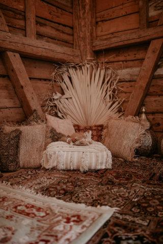 Wedding an a Barn: Orientalische Boho-Deko