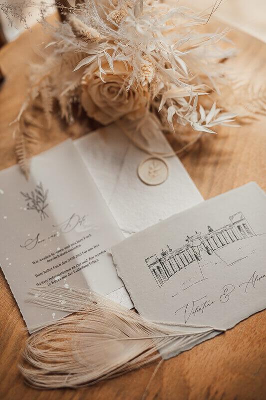 Einzigartige Hochzeitseinladungen - klassisch weiß