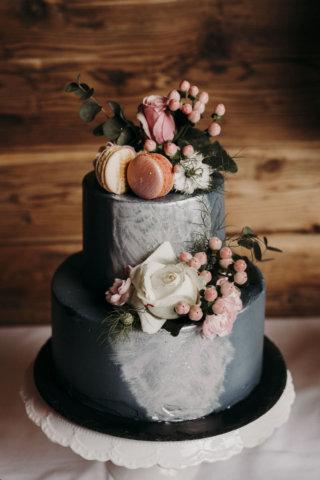 Hochzeit mit Baby-Gender-Reveal-Party - Hochzeitstorte