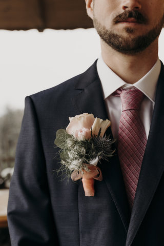 Hochzeit mit Baby-Gender-Reveal-Party - Bräutigam-Accessoires