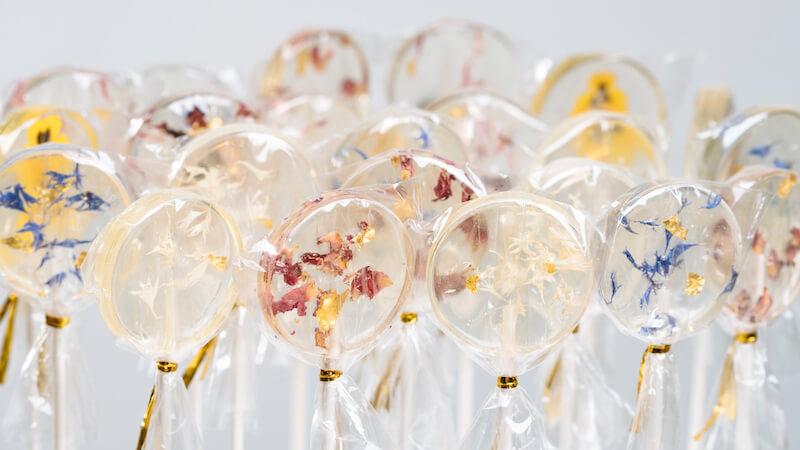 Lollipop-Glamour zur Hochzeit - Blüten-Lollis