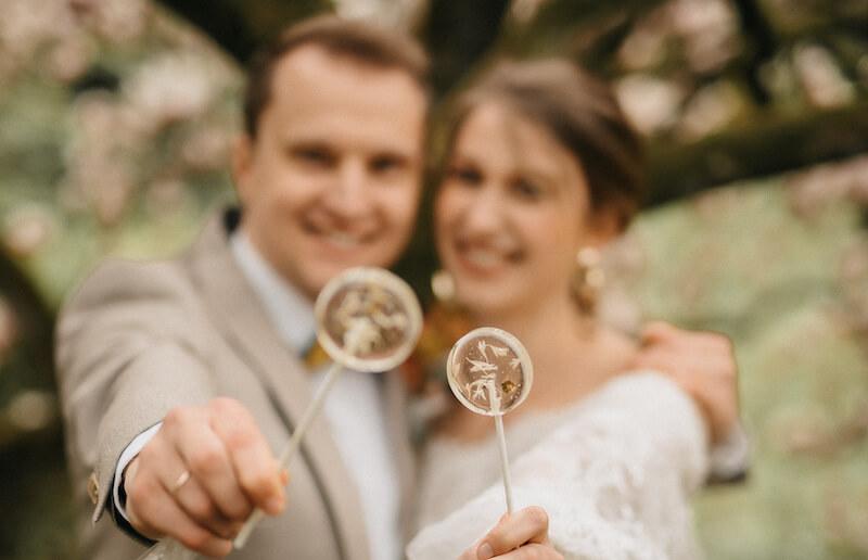 Lollipop-Glamour zur Hochzeit - Brautpaar