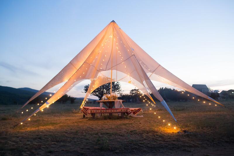 Hochzeitszelt für eine Gartenhochzeit