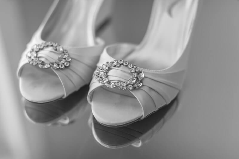 Offene Brautschuhe sind zwar schön, können aber die Füße stark beanspruchen.