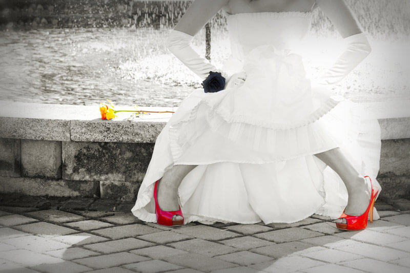 Ein farbiger Brautschuh ist ein echter Eyecatcher.