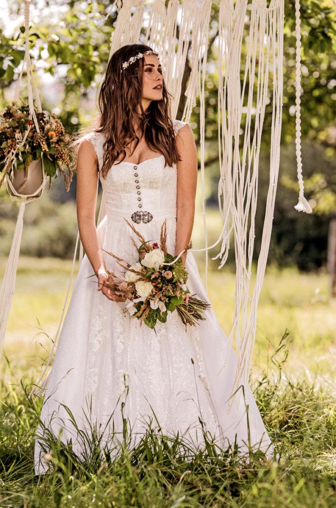 Brautstyling in Tracht - Braut-Dirndl