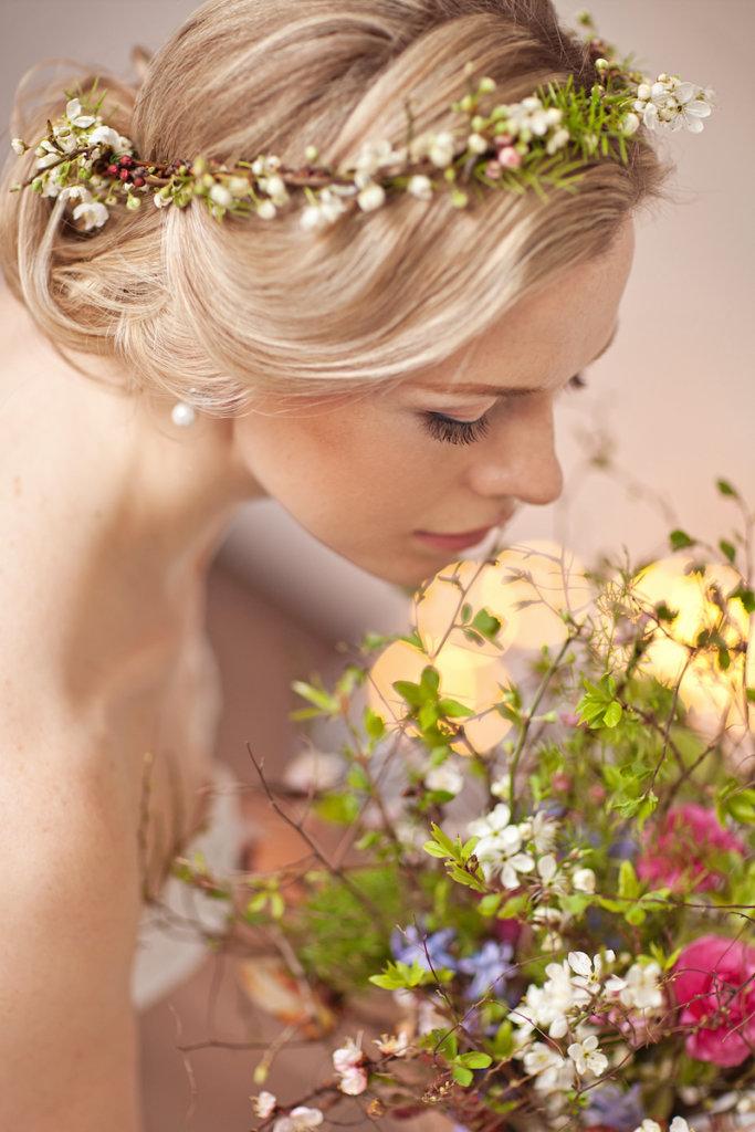 Brautstyling in Tracht - Frisur mit Blumen